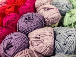 filato multicolore di diverse tonalità foto
