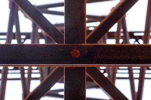 una torre elettrica ad alta tensione foto
