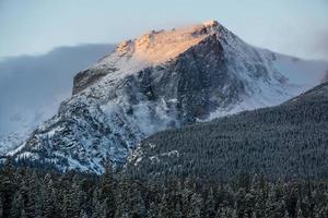 hallett peak - parco nazionale delle montagne rocciose foto