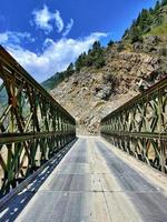 ponte tota nella valle del neelum gurez foto