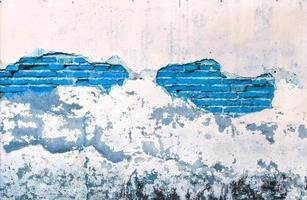 muro bianco con colore blu mattone grunge foto