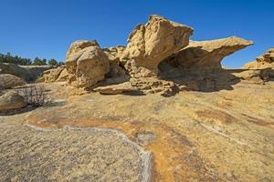 formazioni drammatiche su un promontorio di arenaria foto