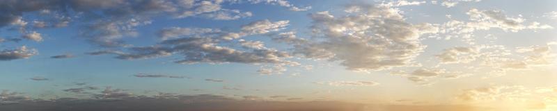 splendido panorama panoramico di alba e tramonto foto
