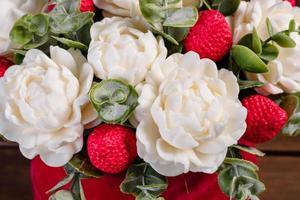 bouquet di bellissimi fiori di rosa brillante foto