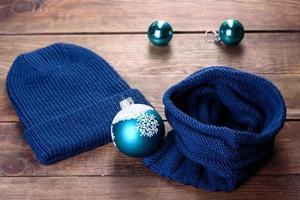 bellissime cose lavorate a maglia di lana cappello e snood foto