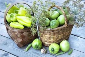 primo piano di verdure in un cesto foto