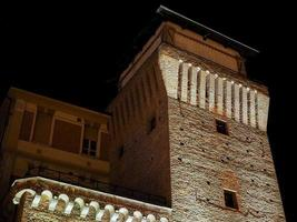 torre di settimo di notte foto