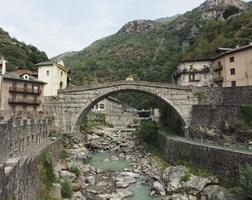ponte romano a pont saint martin foto