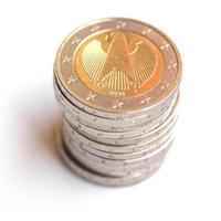mucchio di due monete in euro foto