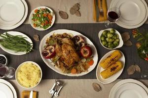 il tavolo dell'assortimento della cena del Ringraziamento foto
