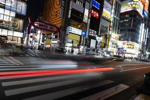 la città della vita notturna brilla di luce foto
