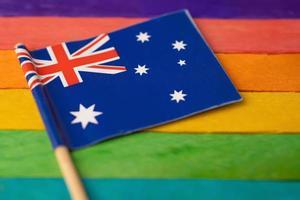 bandiera dell'australia su sfondo arcobaleno simbolo foto