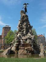 statua del traforo del frejus, torino foto