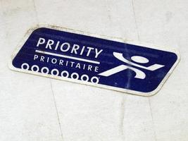 etichetta di posta prioritaria foto