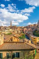 skyline del centro di siena in italia foto