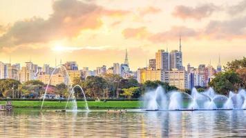 skyline di san paolo dal parco parque ibirapuera foto