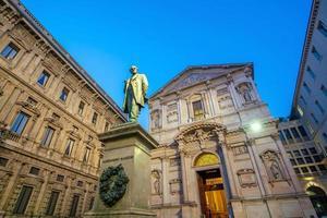 palazzo d'epoca nel centro storico, zona centro a milano foto