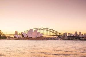 sydney opera house con skyline foto