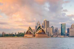 sydney opera house al tramonto foto