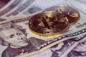 bitcoin e dollaro, compra bitcoin, scambio bitcoin foto