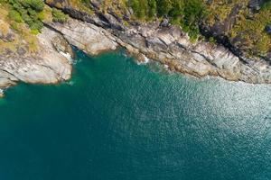 vista aerea dall'alto verso il basso mare foto
