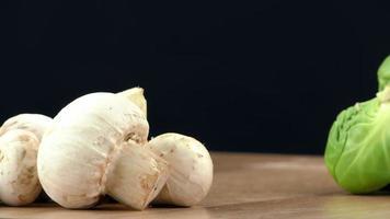 verdura biologica di funghi crudi foto