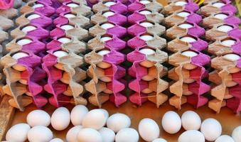 proteine alimentari uova crude di pollo biologico foto