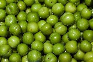 frutta di prugna fresca e deliziosa foto