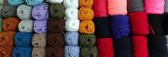 rotoli di tessuto industriale in materiale tessile colorato in cotone foto