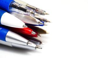 molte diverse penne multicolori foto