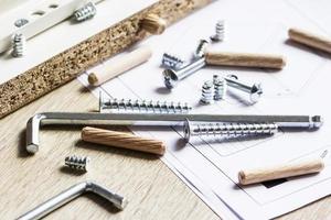 strumenti per il montaggio di mobili foto