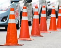 strada dei coni stradali foto