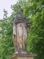 statua nel parco sanssouci potsdam foto