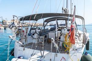 barca in un porto foto