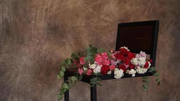 bellissimo bouquet di garofani rosa e bianchi. mazzo foto