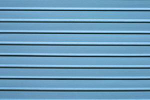 piano in legno a doghe, colore blu foto
