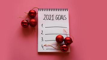 elenco degli obiettivi per il concetto 2021. vista dall'alto, disposizione piatta, copia spazio foto