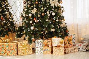 decorazioni natalizie, albero di natale, regali, capodanno foto