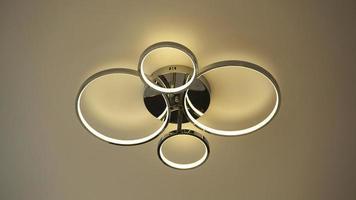 lampadine di illuminazione interna della lampada da soffitto di forma rotonda foto