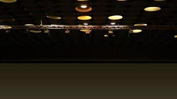 faretti nella sala cinema sul soffitto foto