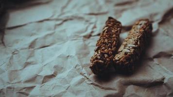 biscotti integrali fatti in casa con farina d'avena e semi di sesamo foto