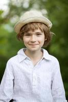 ritratto di un ragazzo biondo foto