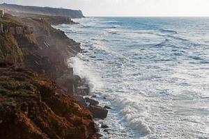 paesaggio con la costa dell'oceano atlantico foto