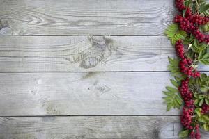 sfondo naturale autunnale. sfondo in legno per scrivere il testo. foto