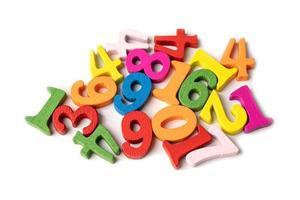 numero matematico colorato su sfondo bianco, foto