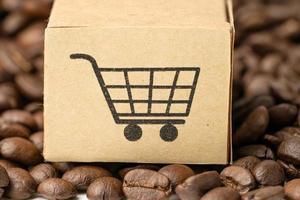 scatola con il simbolo del logo del carrello sui chicchi di caffè, import export foto