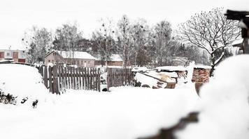 campagna e natura in inverno. tanta neve dopo una nevicata foto