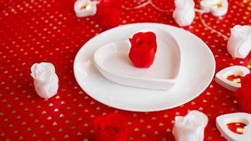 posto impostazione in rosso e bianco - per San Valentino o altro evento foto