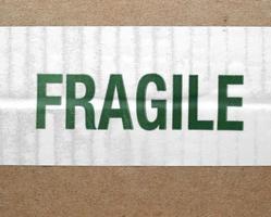 etichetta fragile isolata su bianco foto