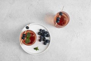 close up cibi cocktail bicchiere alto foto